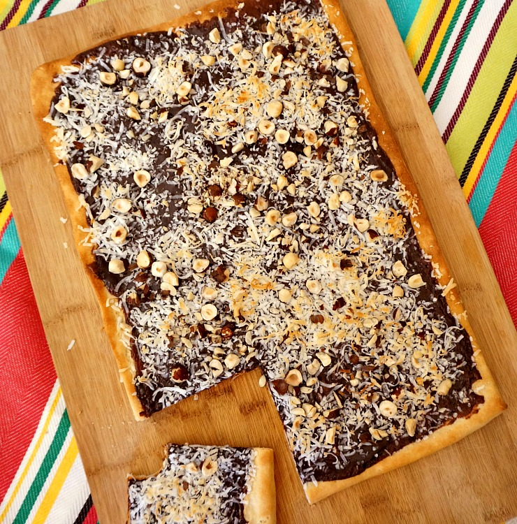 Fun ideas to create a Brazilian themed movie night perfect for watching Rio 2. Recipes include Salted Caramel Popcorn with Dulce de Leche, Brazilian Chocolate Dessert Pizza Recipe and more!