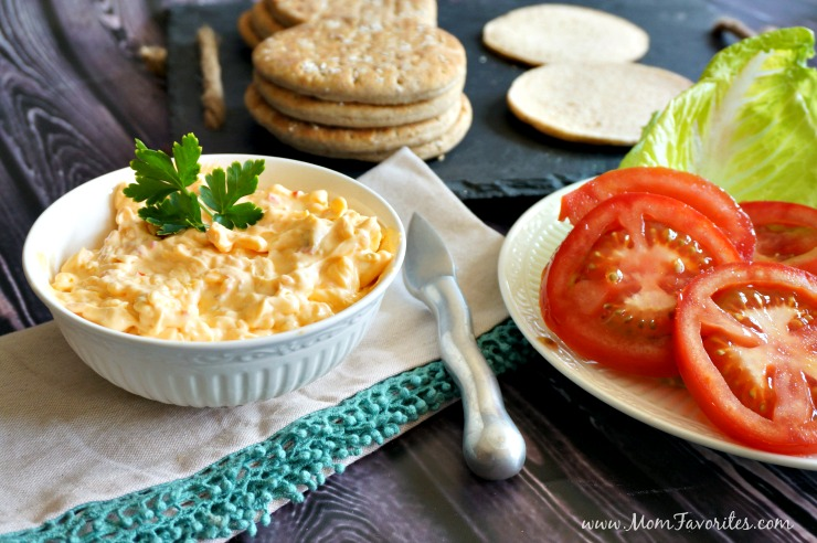 Jalapeno Pimento Cheese Spread - the perfect compliment to your burger bar and Backyard BBQ! summer | parties | entertaining
