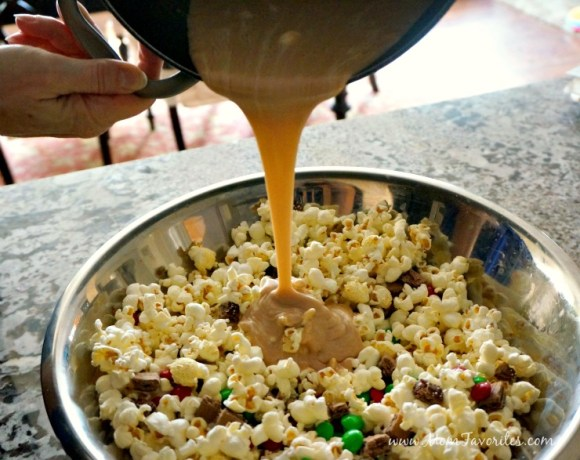 Friday Night Family Movie Night just got more fun! Plan on a Elf-themed movie night with Red Baron and this fun Buddy the Elf Popcorn recipe!