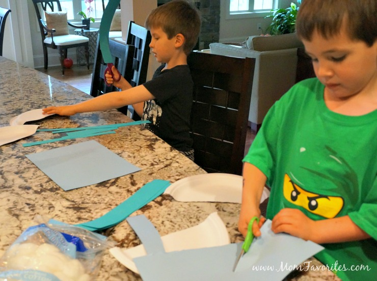 Rain, rain go away... or not!  Make the most out of your rainy day with this fun weather-themed craft! Read on for a fun Rainy Day Spring Break Craft and nutritious treat!