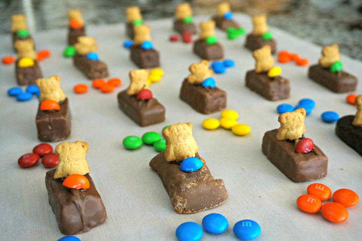 Gear up for race day! Using leftover Halloween candy, these edible race car treats are easy to make and oh so adorable!