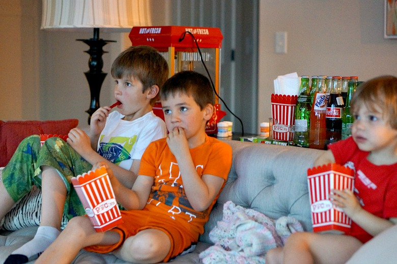 Forget microwave popcorn and your old collection of DVD's. Upgrade movie night with these fun ideas for Family Movie Night for Cinema Lovers! Complete with a free movie credit from VUDU with your Walmart Family Mobile Plus plan!