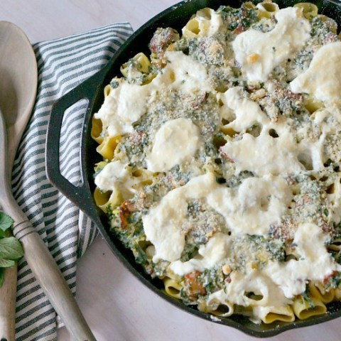 Ready for a lazy day in the kitchen whipping up a divine comfort food recipe? Meet Spring Pasta Verticale - a grown-up version of mac 'n cheese - oversized Paccheri pasta filled with cheese, bacon and spring veggies.