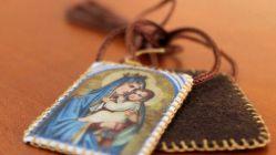 El Manto de la Virgen: El Escapulario de la Virgen del Carmen