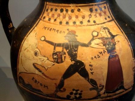 Vase grec représentant Persée et Andromède avec quelques lettres de l'alphabet inventé par Simonide de Céos
