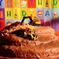 gâteau chantier avec les grues miniatures