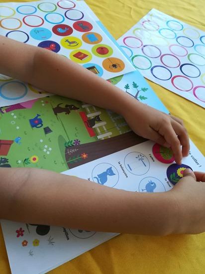 livre jeux cherche et trouve et colle maternelle