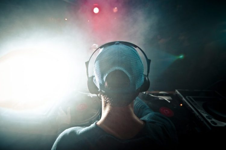dj live festival club difference entre dj et producteur
