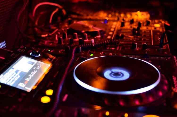 formation dj table de mixage platines défi platine dj