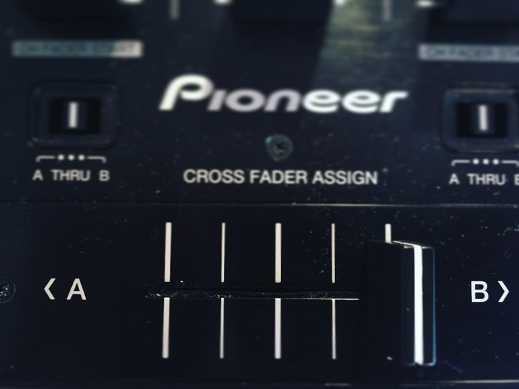 cross fader pioneer ddj formation dj