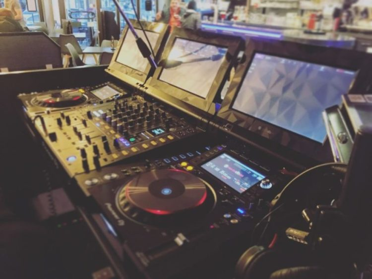 Entracte Cafe DJM CDJ Tour 1