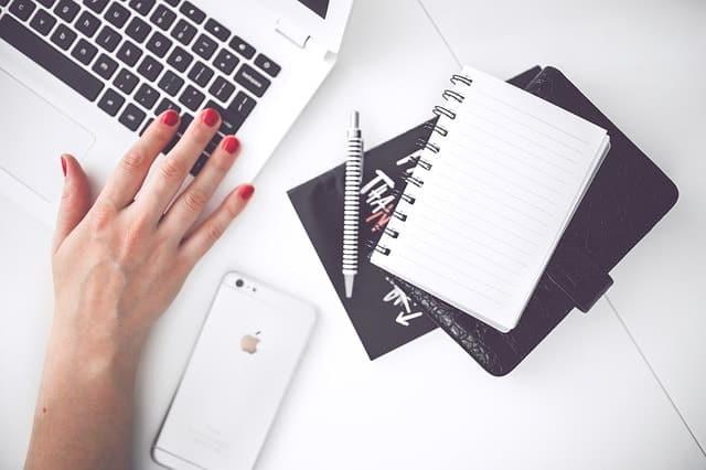 Journée type d'une rédactrice web
