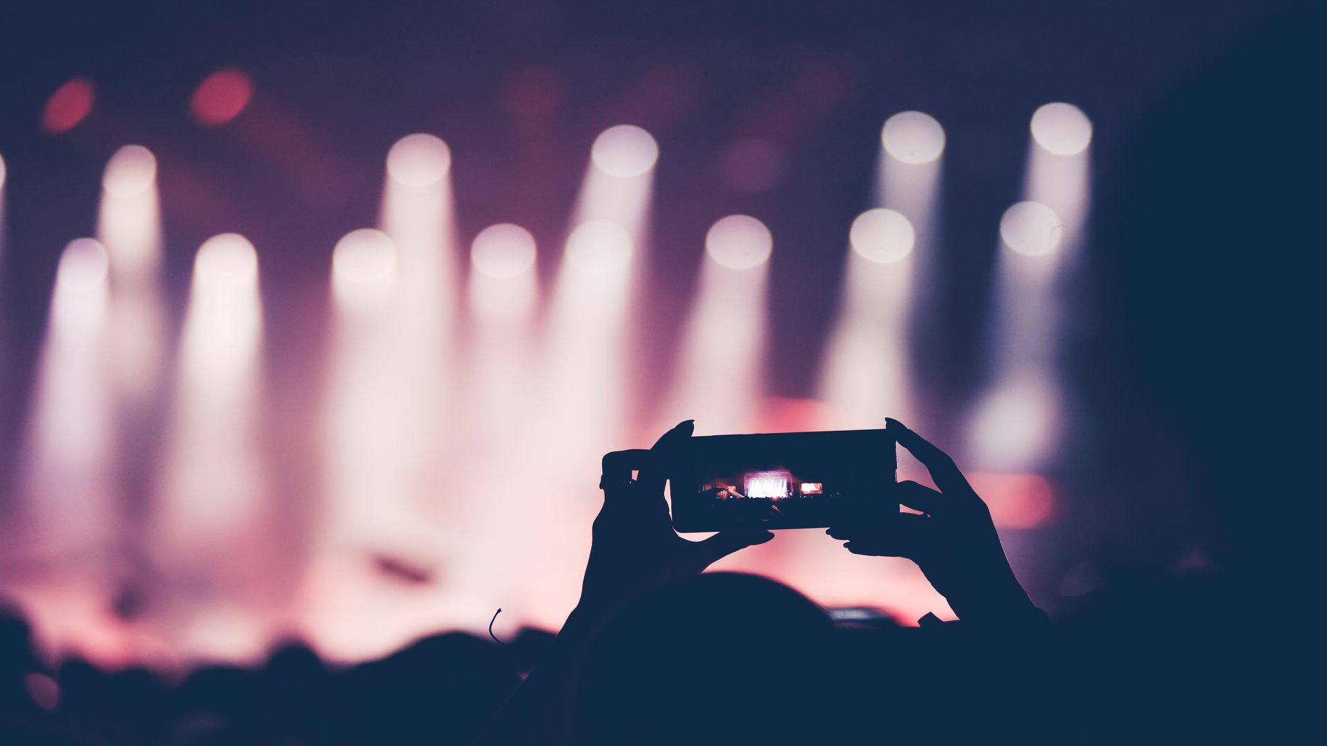 Tournage avec Iphone, smartphone avec l'organisme de formation continue : Formations Vidéo et Montage by AbraCaméra, formation audiovisuelle près de Bordeaux, Gironde , Nouvelle-Aquitaine, France et en visio.