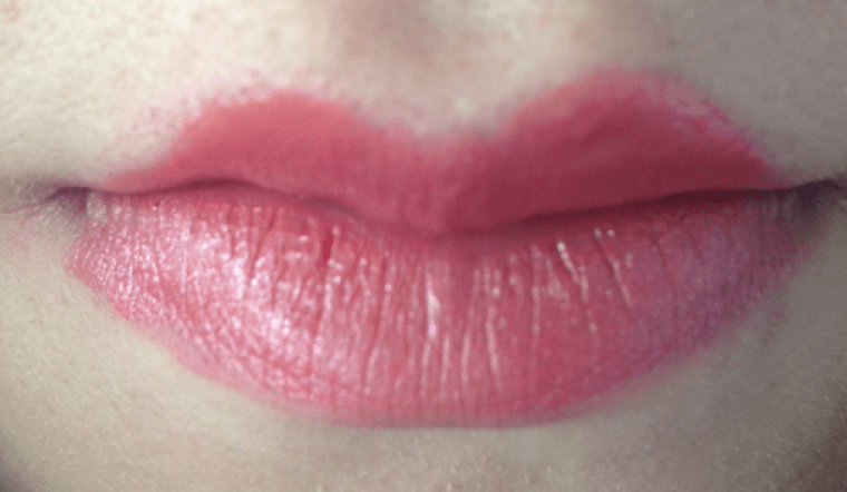 Inspire Magazine Online - UK Fashion, Beauty & Lifestyle blog | Review // L'Oreal Paris Color Rich Made For Me in shade Luminous Coral; Inspire Magazine; Inspire Magazine Online; L'Oreal Paris; L'Oreal Paris lipstick; Luminous Coral