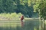 «Pies grandes» se deja ver cruzando un río de Michigan