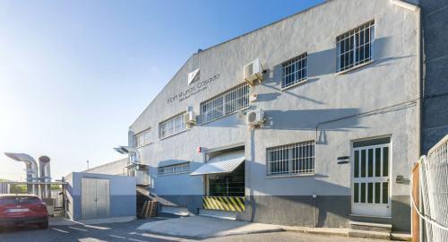 fachada fábrica fornituras casado