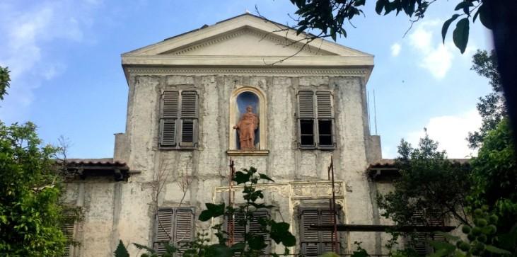 Τρεις ιστορικές κατοικίες της Πλάκας που μαραζώνουν