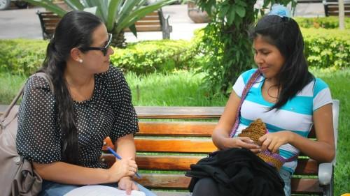 Mujeres-conversando