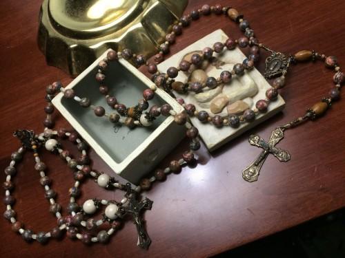 artefacto fisico del rosario fondo