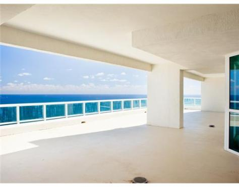 This luxury Fort Lauderdale condo offers a large terrace that is both covered and uncovered