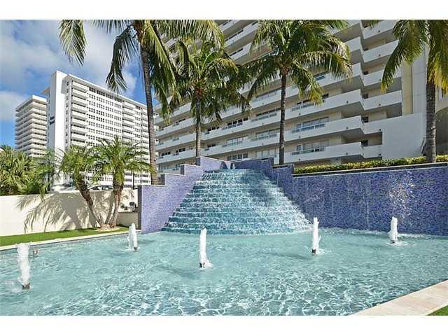 The fountain at Playa del Mar condominium on Galt Ocean Mile Fort Lauderdale