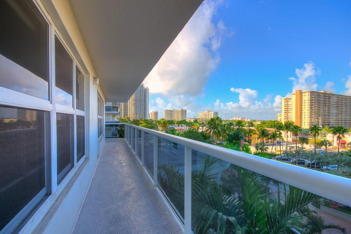 View fort Lauderdale condo for sale here in Playa del Sol