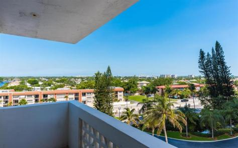 View 2 bedroom Galt Towers Galt Ocean Mile condo pending sale - Unit 6A