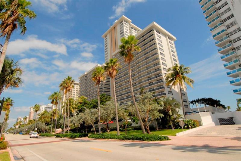 Galt Ocean Mile condominium Playa del Sol 3500 Galt Ocean Drive Fort Lauderdale