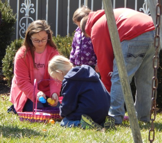 040415 Easter Egg Hunt 5192