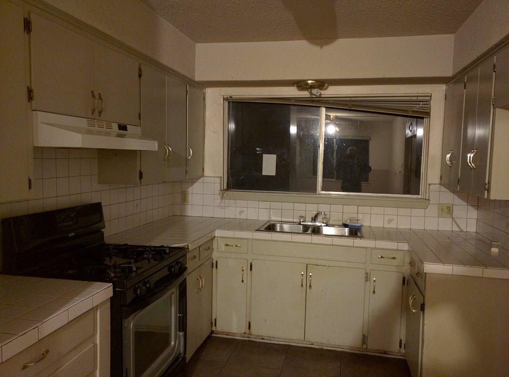 horrible kitchen before renovation // via fortheindoorsy.com