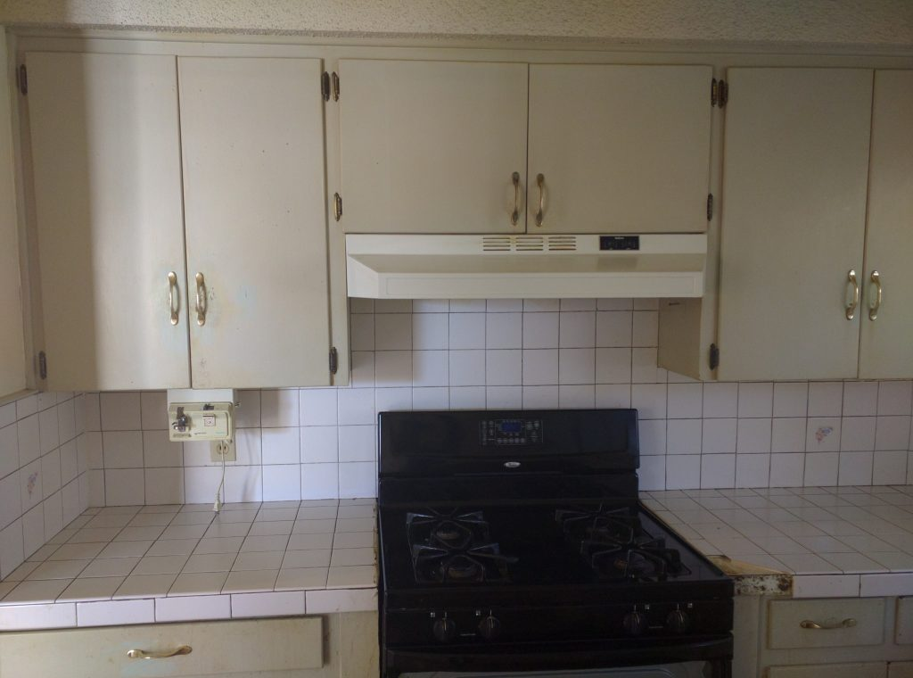 dated 60s kitchen before remodel // via fortheindoorsy.com