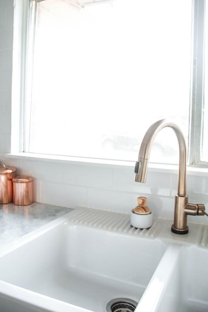 brass kitchen faucet // kitchen remodel via fortheindoorsy.com
