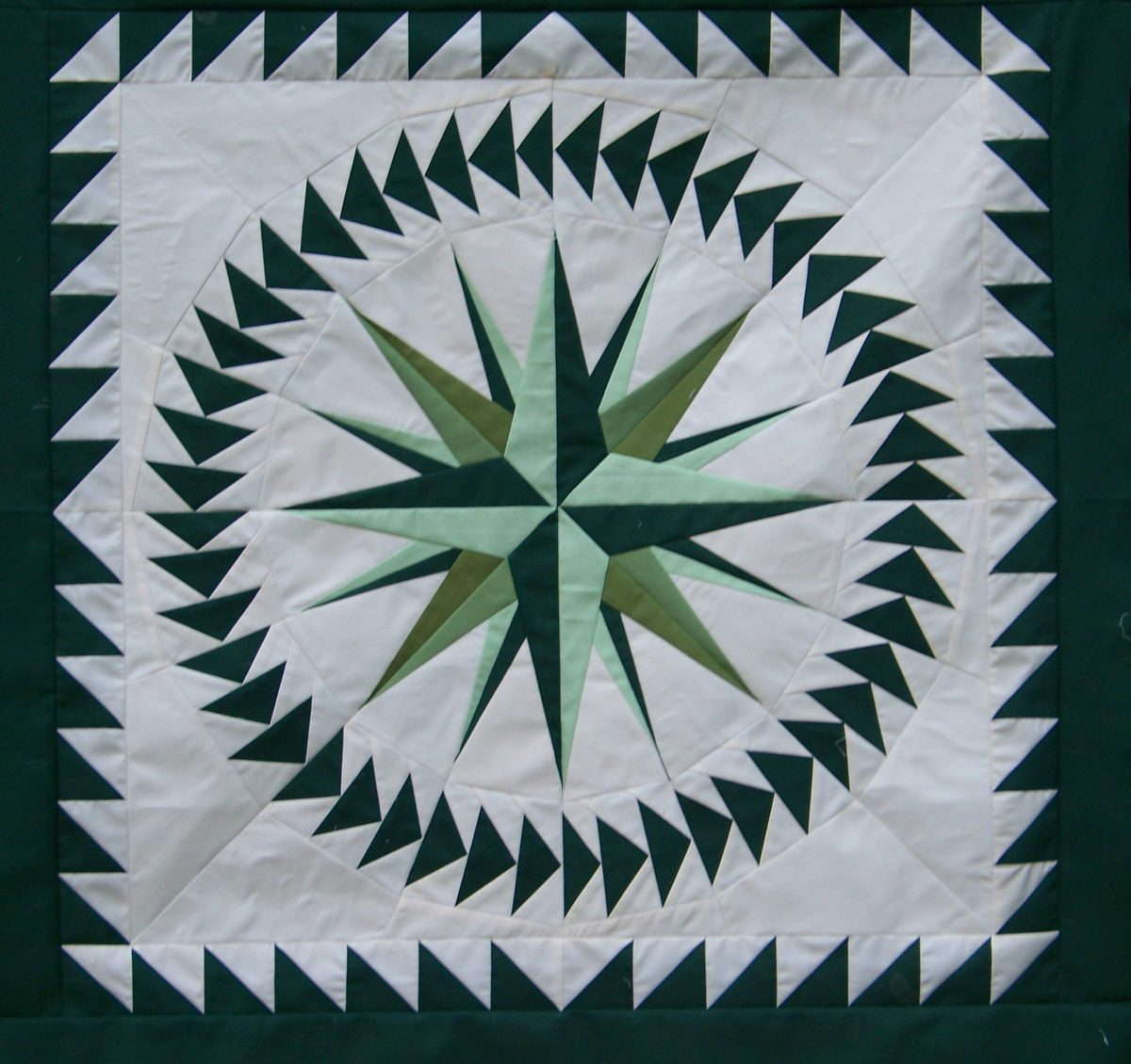 nostalgia twist quilt, paper pieced compass, paperpieced medallion quilt, two color quilts