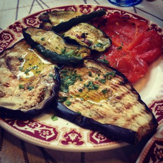 Gotta love those grilled veggies and olive oil.