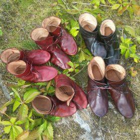 Fem par støvler som ble sendt til Gudvangen i forrige uke / Five pairs of boots delivered to Gudvangen last week
