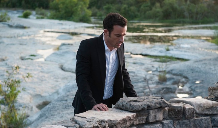 Kevin (Justin Theroux) am Brunnen; Foto: HBO
