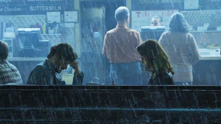 """Begegnung im Neonlicht: der Auftragsmörder (Juan Diego Botto) und die Diebin (Michelle Dockery) in """"Good Behavior""""; Foto: TM & © Turner Entertainment Networks. A Time Warner Company. All Rights Reserved."""
