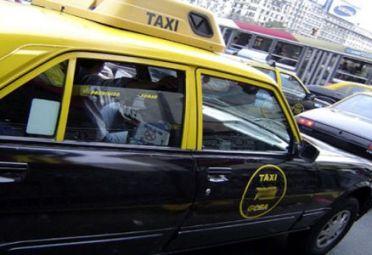 CON TARJETA. Algunos taxis porteños se podrán pagar con plástico.