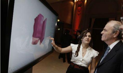 El público podrá interactuar en grandes pantallas táctiles en la exposición en el Planetario.