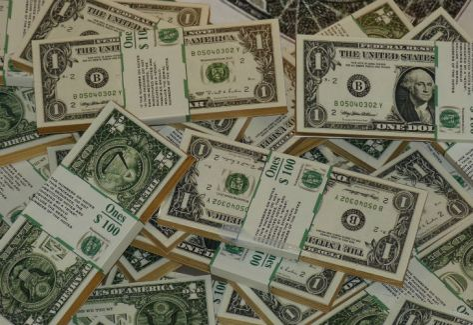 El dolar oficial cerró estable y el riesgo país volvió a bajar
