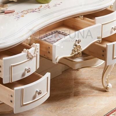 Элегантный туалетный столик с доставкой в Россию.