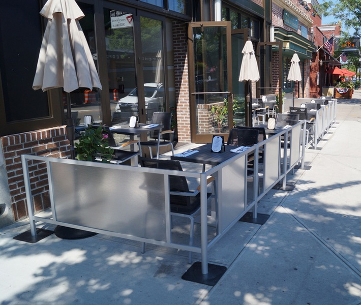 outdoor partition for nyc restaurants