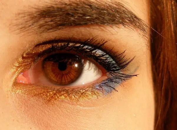 目の周りのほくろの位置で恋愛傾向が分かる7のほくろ占い
