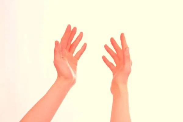 手のほくろの位置で恋愛傾向が分かる8の手相占い