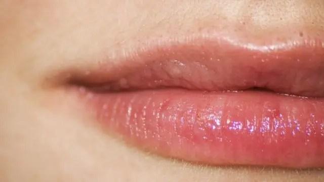 唇のほくろの位置で運勢や特徴が分かる8のほくろ占い