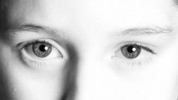 雌雄眼の人の性格や特徴が分かる6の人相占い