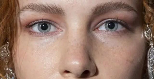 疾厄宮(眉間下の鼻の付け根)の様子で健康運が分かる7の人相占い