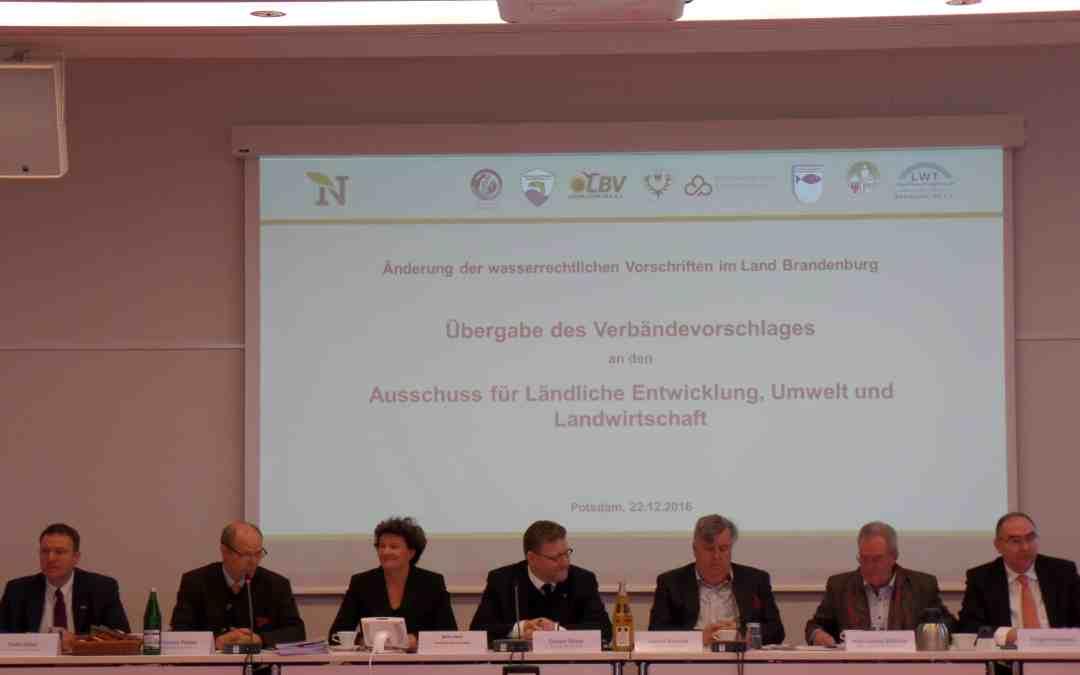 Verbände übergeben Vorschlag zum Wasserrecht