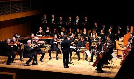 L'ONCA en una actuació amb el cor de cambra del Palau de la música