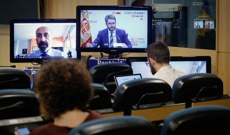 Martínez Benazet en una pantalla des de casa seva i Jover en una altra pantalla a la sala de premsa del Govern, on només entren membres del Govern i del departament de comunicació